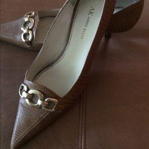Anne Klein low heel shoe